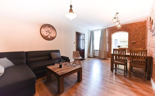 A seating area at Apartament Starówka 3