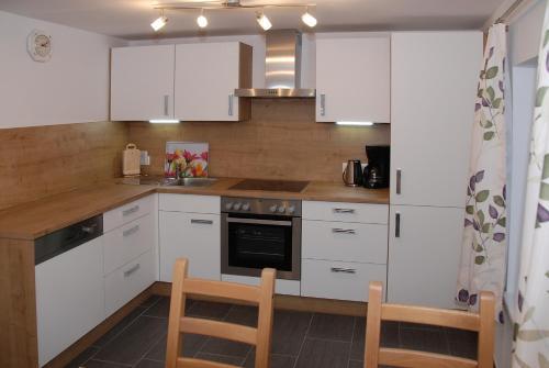 A kitchen or kitchenette at Roslerhof