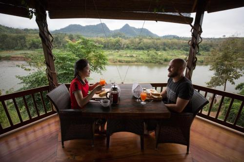 A restaurant or other place to eat at Shangri-Lao Resort
