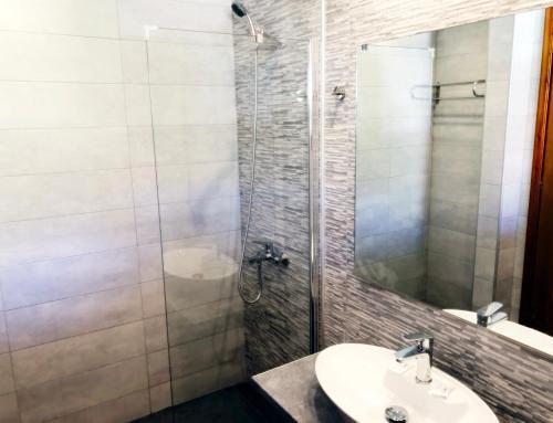 Een badkamer bij Votsalakia Beach
