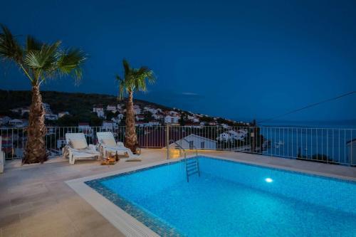 The swimming pool at or close to Villa Milla