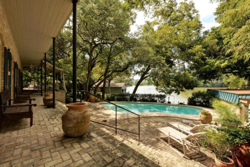 The swimming pool at or near Lake Austin House Home