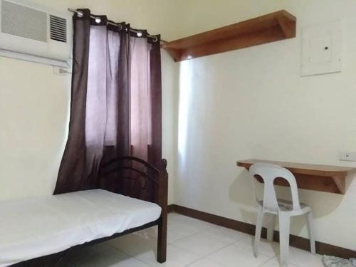 A bed or beds in a room at Leeman Dormitel