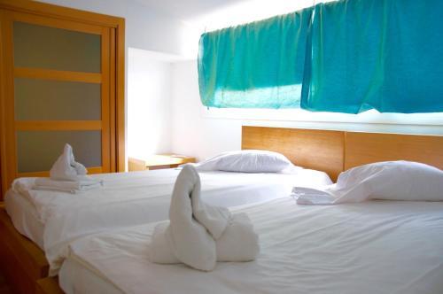 A bed or beds in a room at Prado Apartamentos
