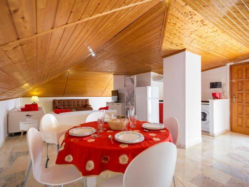 Un restaurante o sitio para comer en Penthouse The Pier Tenerife