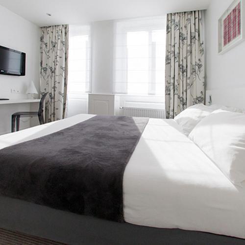 Ein Bett oder Betten in einem Zimmer der Unterkunft Hotel des Anges