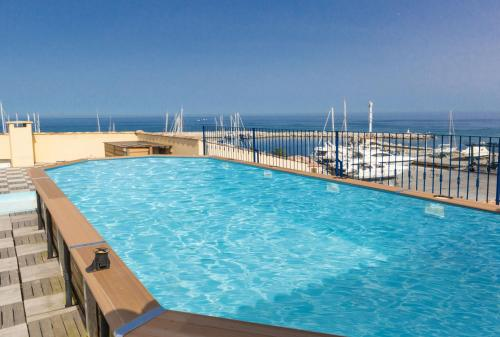 The swimming pool at or near Résidence Odalys Les Voiles Blanches