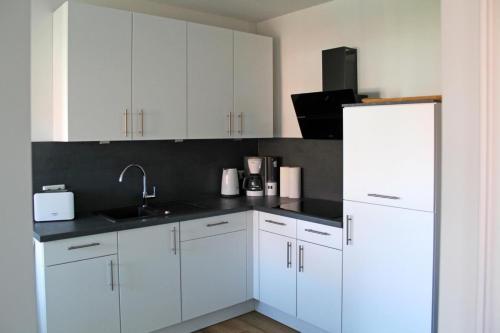 Küche/Küchenzeile in der Unterkunft Haus an den Salzwiesen - Wohnung Silbermöwe