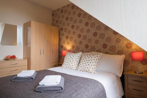 A bed or beds in a room at South Mount Apartments