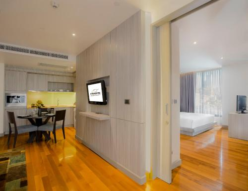 A television and/or entertainment centre at Fraser Suites Sukhumvit - Bangkok