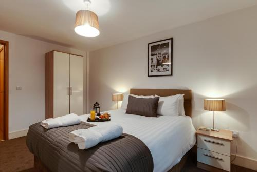A bed or beds in a room at Base Serviced Apartments - Cumberland Apartments