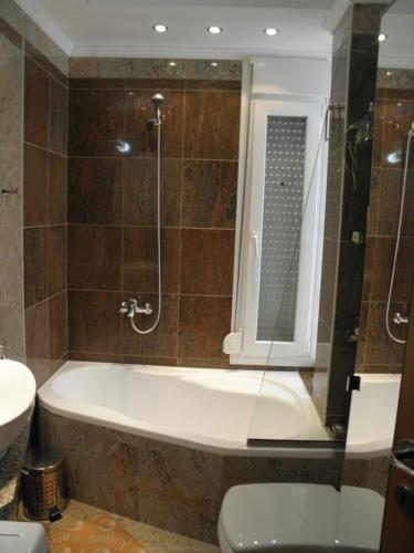 A bathroom at Detached house fully equipped