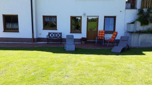 Градина пред Komfort Ferienwohnung