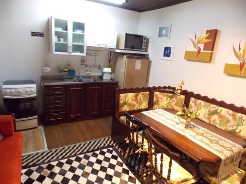 Nhà bếp/bếp nhỏ tại Casa para 4 pessoas - Canela - Caracol