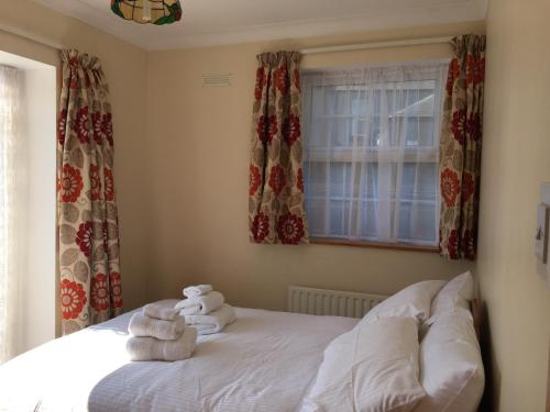A bed or beds in a room at Apt 3, 45 Lower Drumcondra Road.