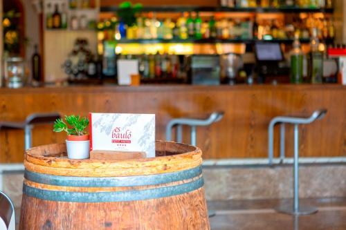 De lounge of bar bij Es Baulo Petit Hotel