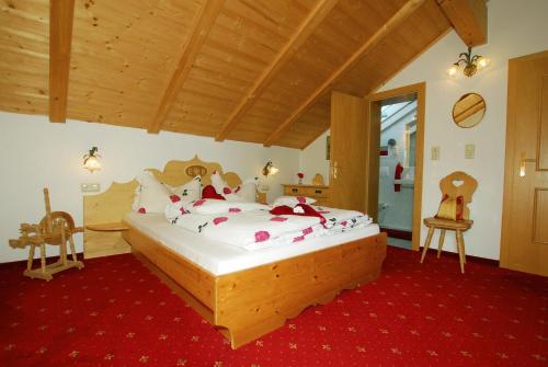 Ein Bett oder Betten in einem Zimmer der Unterkunft Haus Tasser