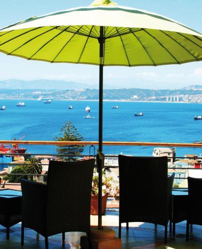 Um restaurante ou outro lugar para comer em Hotel Boutique Acontraluz