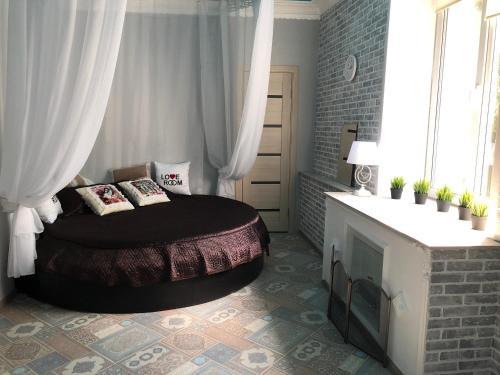 Кровать или кровати в номере Apartment on Gertsena 87A