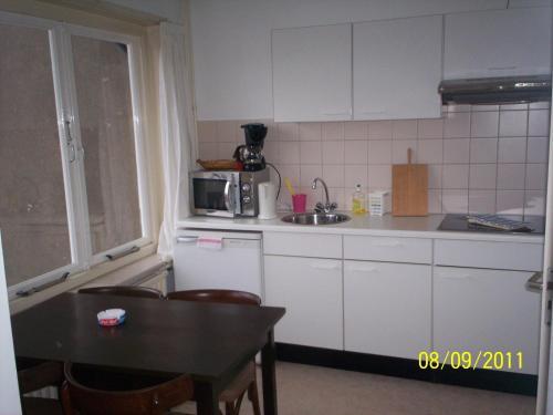 Een keuken of kitchenette bij Hotel Noordzee