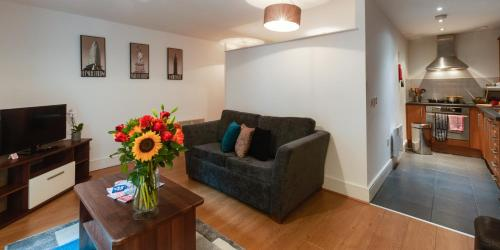 A seating area at Base Serviced Apartments - Cumberland Apartments