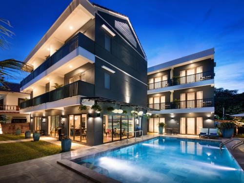 The Blue Alcove Hotel