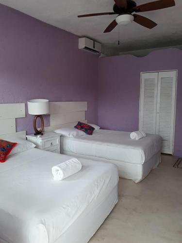 Tempat tidur dalam kamar di Cielito Holbox
