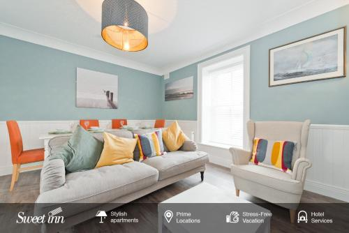 A seating area at Sweet Inn - Gorgeous Howth I