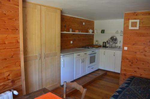 A kitchen or kitchenette at La Belle Terre