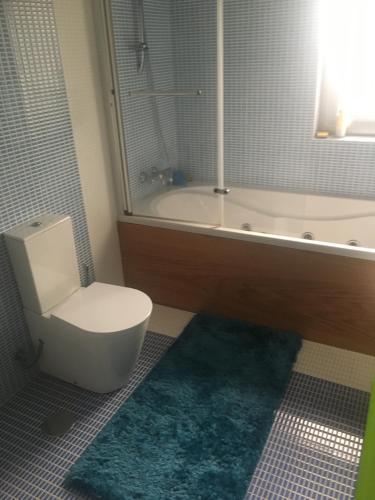 A bathroom at Maison vacances