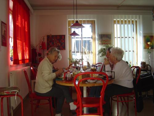 Ein Restaurant oder anderes Speiselokal in der Unterkunft Haus Linda