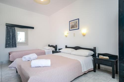 A bed or beds in a room at Ydreos Studios & Apartments