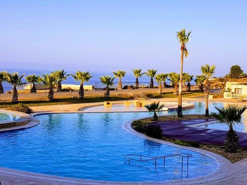 Swimming pool sa o malapit sa Fort Cambray Apartment with Spectacular Sea Views