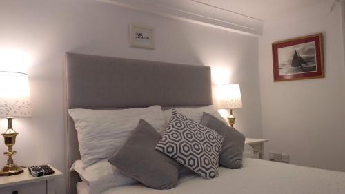 Ліжко або ліжка в номері Luxury Georgian City Center Apartment