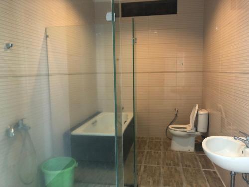 A bathroom at villa di batu kamar tidur 5