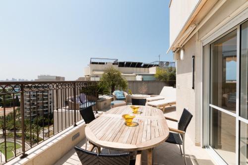 A balcony or terrace at FeelHome - Tel Aviv Penthouse