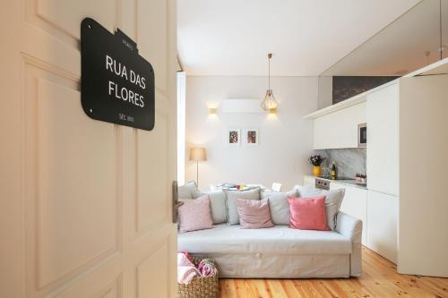 A seating area at Indulge Porto Flats