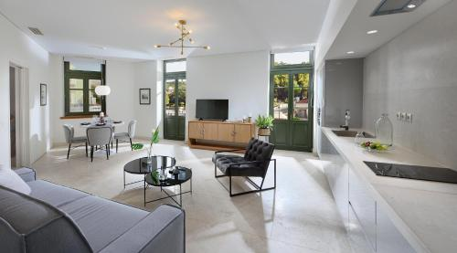 A seating area at THISSION LUXURY HOMES by K&K