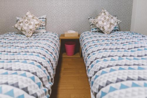 เตียงในห้องที่ 合馬ホテル233