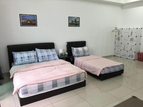 A bed or beds in a room at I-City I-Soho Chamey Homestay Condo, Shah Alam
