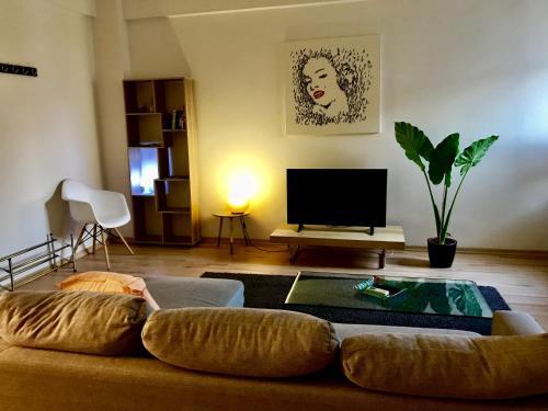 TV in/ali zabaviščno središče v nastanitvi Luxurious studio heart of Limassol