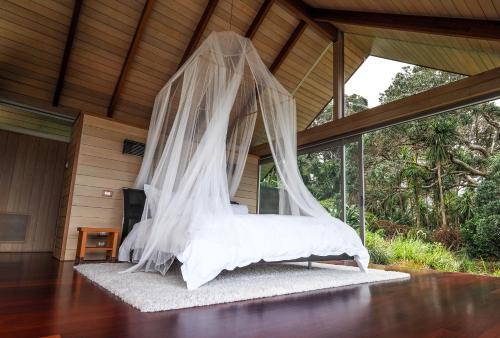 Ein Bett oder Betten in einem Zimmer der Unterkunft The Glasshouse
