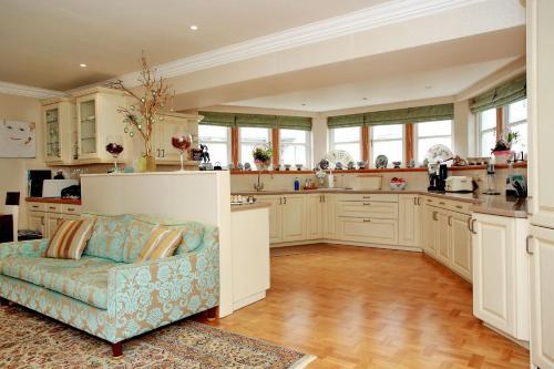 A kitchen or kitchenette at Luxury Scottish Apartment