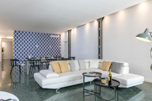 A seating area at CIBELES Apartment (2BR 1BT)