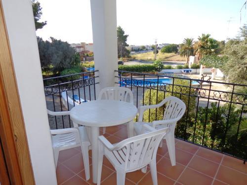 Een balkon of terras bij Apartamentos Los Pinares Benet