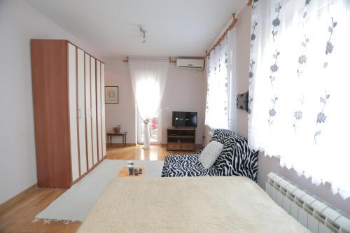 Кровать или кровати в номере Apartments Leon