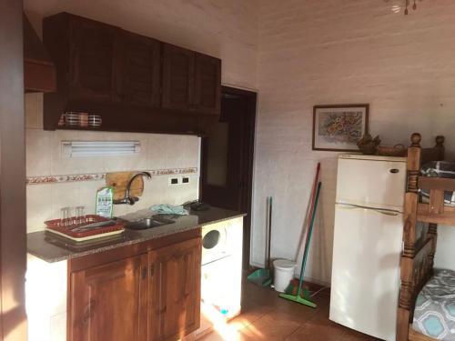 Una cocina o zona de cocina en Casa Palmera Termas de Dayman