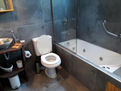 A bathroom at Il Tano Suites