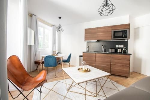 A kitchen or kitchenette at Dreamyflat - Caire