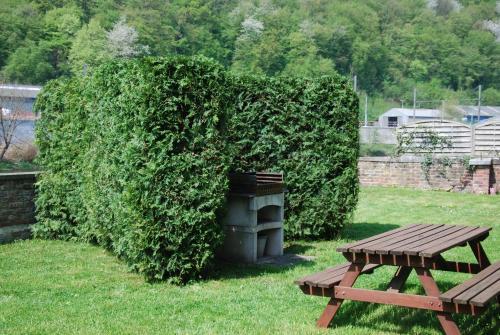 A garden outside Logement cosy à Durbuy